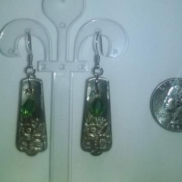 VINTAGE SILVERPLATE SILVERWARE EARRINGS ~ APRIL PATTERN WITH GREEN BEADS