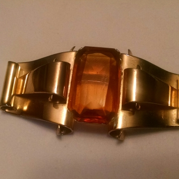 VINTAGE CORO Gold Tone and Topaz Colored Stone Classic Brooch